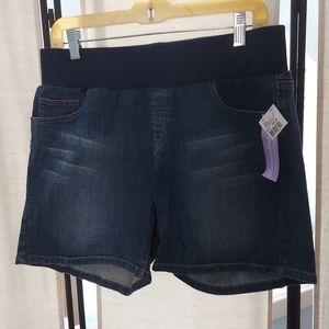 NWT Motherhood Maternity jean shorts Medium